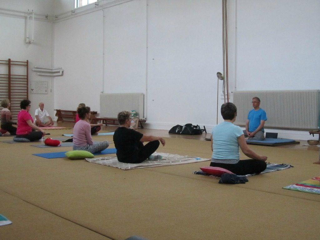 yoga halasana eeklo go atheneum
